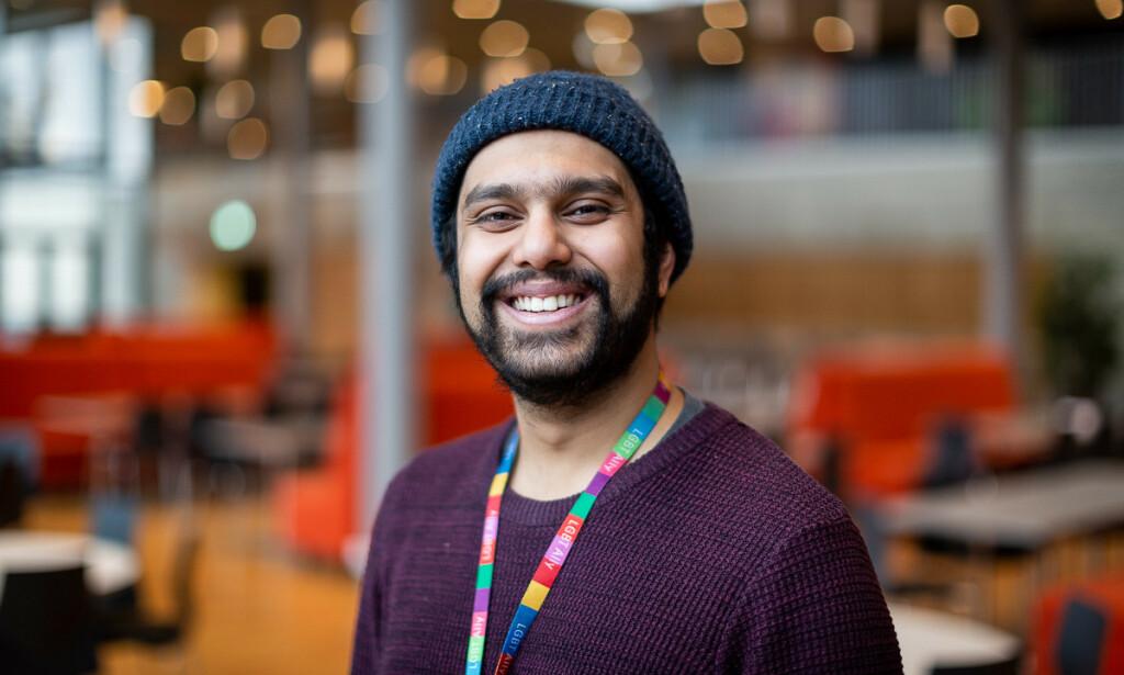 MOTIVERENDE: Fullstack-utvikler Shahariar K. Bhuiyan begynte i Accenture som sommerpraktikant. Nå har han snart jobbet der i tre år. - Jeg er en person som digger å lære nye ting, og det virket tidlig på meg som at Accenture kunne matche de forventningene, sier han.
