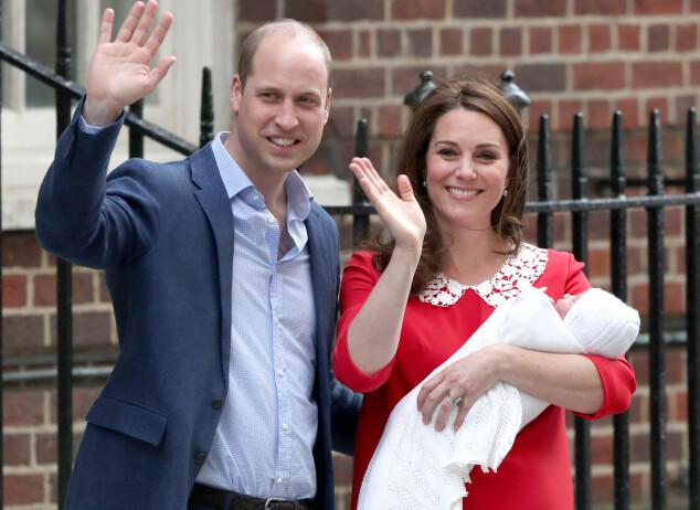 <strong>TREDJE GANG:</strong> Det er snart ett år siden Kate og William sto på trappen sist. Denne måneden blir lille prins Louis ett år. Foto: NTB Scanpix