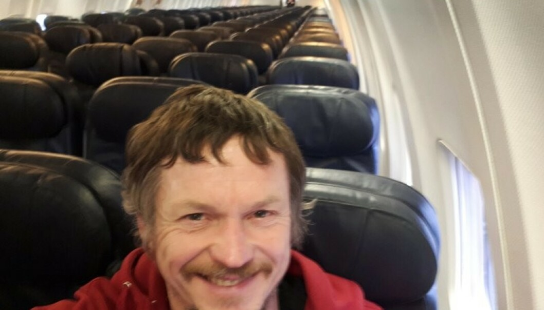 FORNØYD: Skirmantas Strimaitis var meget positiv til å ha et fly helt for seg selv, han gikk rundt og smilte hele dagen. Foto: Skirmantas Strimaitis