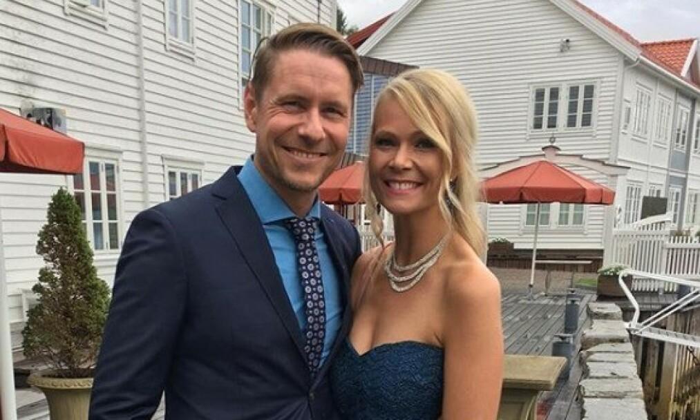 FORLOVELSE: DJen og Lotto-verten Reidar Buskenes (39) og kjæresten Kari Fosse (33) avslørte i går kveld at de har forlovet seg. Foto: Privat