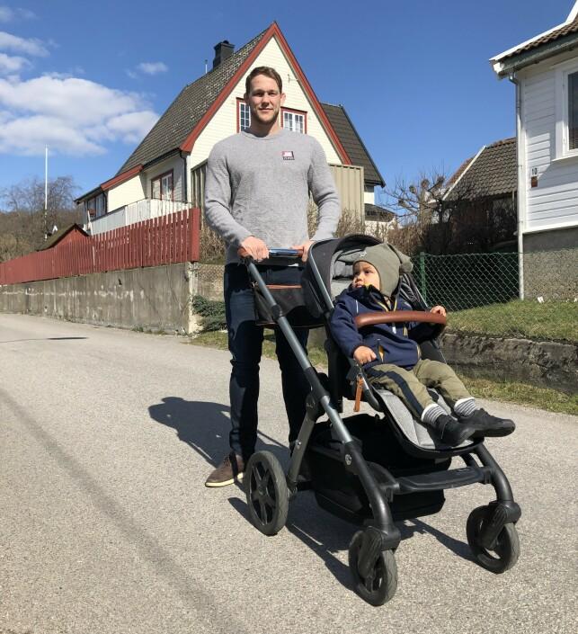 SPENNENDE MÅNEDER: Marthin Hamlet skal gå tittelkamp 29. juni. Seinere i sommer venter han og kona barn nummer to. Foto: Privat.