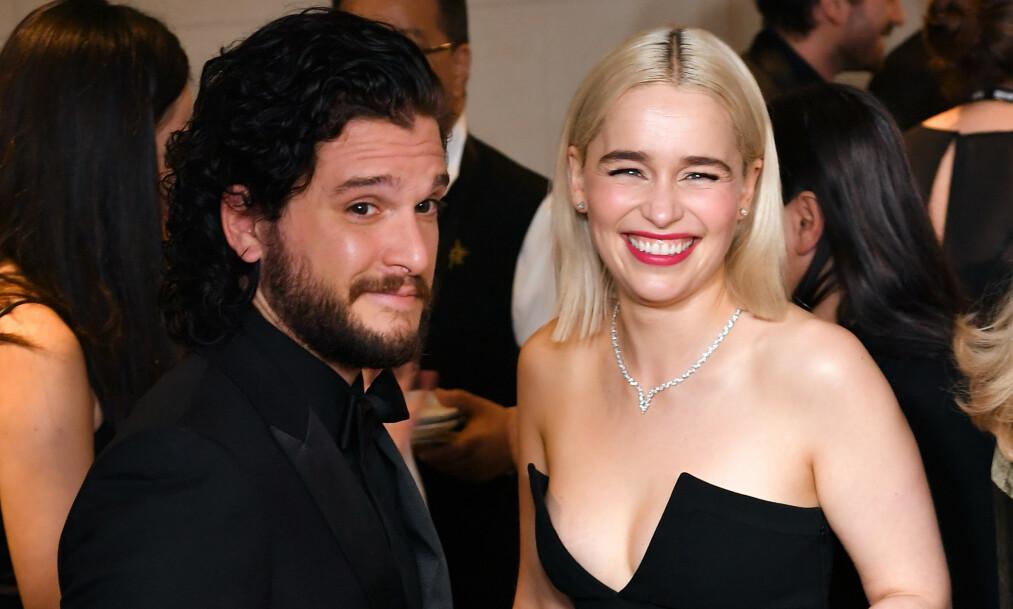 SUKSESS: Kit Harington har gjort stor suksess i rollen som Jon Snow. Her med kollega Emilia Clarke. Foto: NTB Scanpix