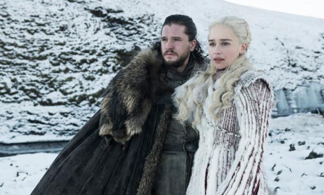 SERIEPAR: Kit Harington spiller rollen som Jon Snow, mens Emilia Clark er Daenerys Targarian i serien. Foto: HBO
