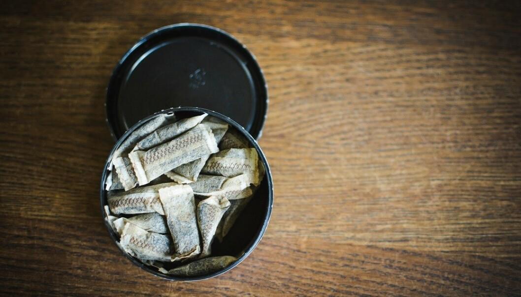<strong>DYR UVANE:</strong> Snusing kan koste deg titusenvis av kroner i året. FOTO: NTB Scanpix