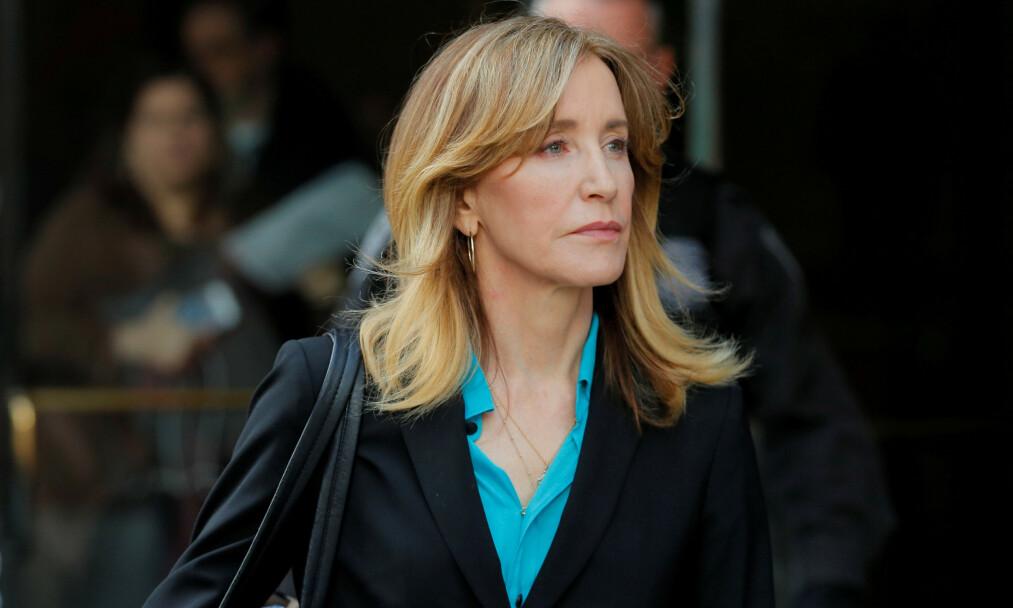 TAR ANSVAR: Felicity Huffman, kjent som en av hovedpersonenen i «Frustrerte fruer», innrømmer at hun er skyldig i den såkalte universitetsskandalen. Foto: NTB scanpix