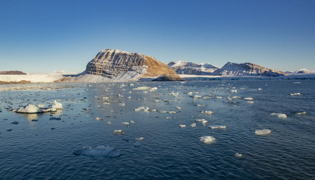 Smeltende is fra isbreer som kalver ut i Kongsfjorden ved Ny-Ålesund på Svalbard. Foto: Are Føli / NTB scanpix