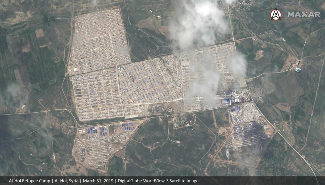 <strong>Dette satellittbildet viser Al-Hol-campen i nordøst i Syria (FOTO:</strong> Maxar Technologies via AP).