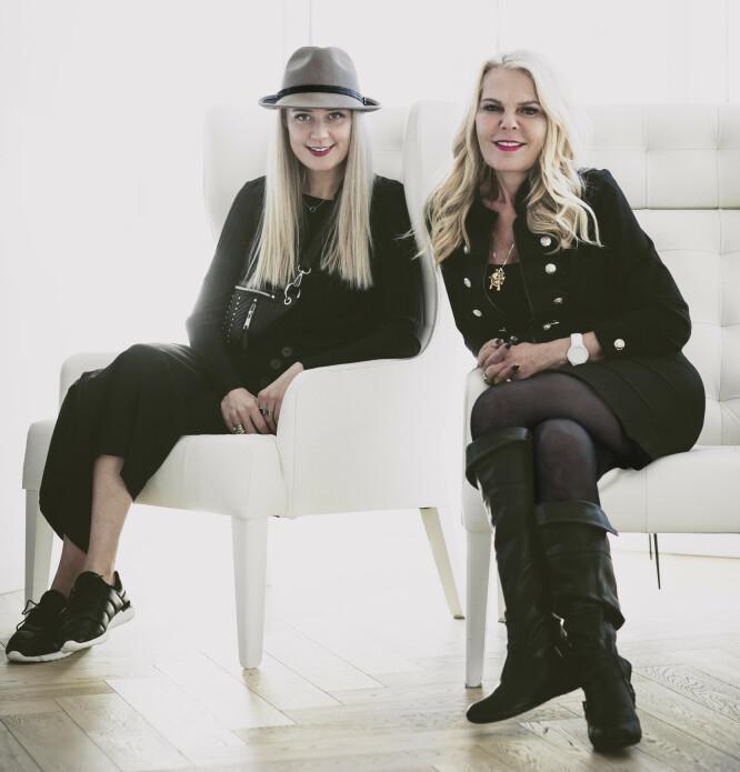 BLONDE AMBITIONS: Christinah og mamma Inger Ellen styrer Nikita-skuta. Christinah her hjemme og Inger Ellen i USA. FOTO: Astrid Waller.