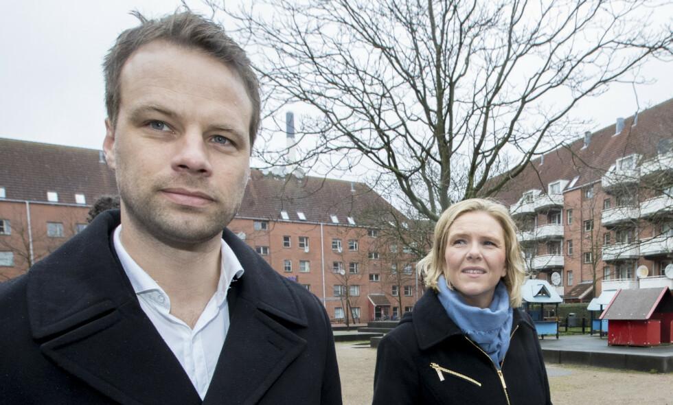 «AP VINGLER»: Jon Engen-Helgheim mener Ap vingler og framstår som uklare i innvandringspolitikken. Her er han på rundtur i Mjølnerparken i København sammen med Sylvi Listhaug i mars. Området sliter med sosiale problemer og ungdomskriminalitet. Foto: Vidar Ruud / NTB Scanpix