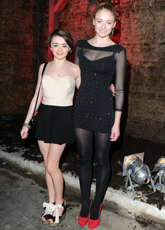 PÅ LANSERINGSFEST: Her er Maisie Williams og Sophie Turner på DVD-lanseringsfest i London i 2012. Foto: Shutterstock/ NTB Scanpix