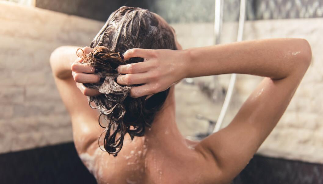 VASKE HÅRET FOR MYE: Vasker du håret flere ganger i uka? Det kan være for mye. FOTO: NTB Scanpix