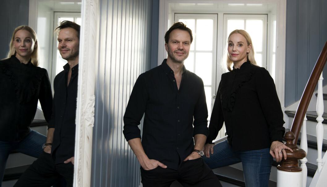 SERIESKAPEREN: Sofia Helin med manusforfatter og «Atlantic Crossing»-serieskaper Alexander Eik (Cinenord). Resultatet får vi se i 2021. FOTO: NRK