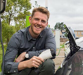 <strong>HINDRER LADEKØ:</strong> Kommunikasjonssjef Stian Mathisen i Fortum Norge mener det er gode sider ved å ta betalt for tid ved hurtigladerne. Foto: Grønn Kontakt