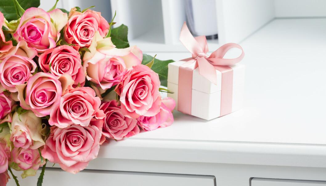 UNDERSØKELSE VISER: I en undersøkelse gjort av Ipsos for DnB i juni i 2018 viste det seg at nordmenn bruker 1136 kroner i gjennomsnitt på bryllupsgave. FOTO: NTB Scanpix