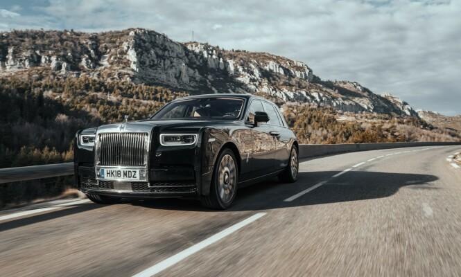 <strong>STILLHETEN SELV:</strong> Det er helt latterlig stille i Rolls-Royce Phantom. Og komforten er verdens beste. Punktum. Foto: Jamieson Pothecary