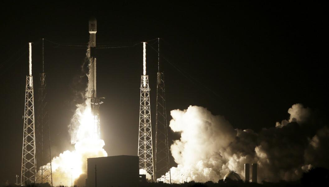 Det israelske romfartøyet Beresheet ble skutt opp med en rakett av typen Falcon 9 i Florida i februar. Foto: Terry Renna / AP / NTB scanpix