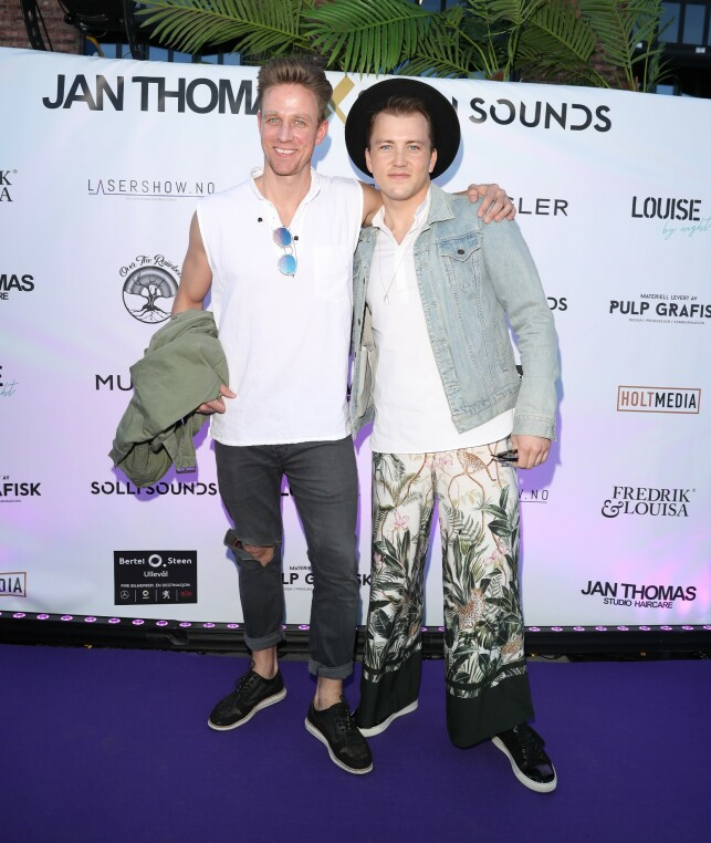 Jan Gunnar Solli and Grunde Myhrer came together with the red carpet. The final feature of the event is in uppermost trousers and painted self-made jacket. Photo: Andreas Fadum