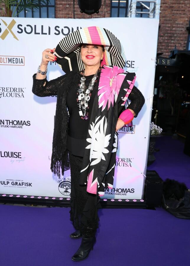 COACHELLA: Lilli Bendriss er kledd i hatt for anledningen. Foto: Andreas Fadum