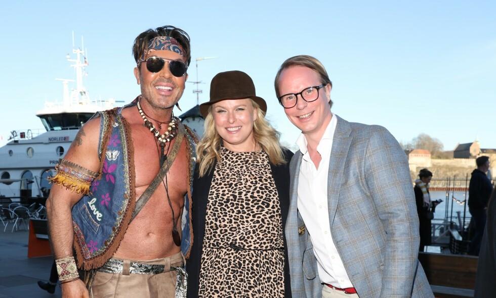 FESTKLARE: Fredag inviterte Jan Thomas til Coachella-fest. Vendela Kirsebom og Petter Pilgaard var til stede, men savnet spesielt én gjest. Foto: Andreas Fadum