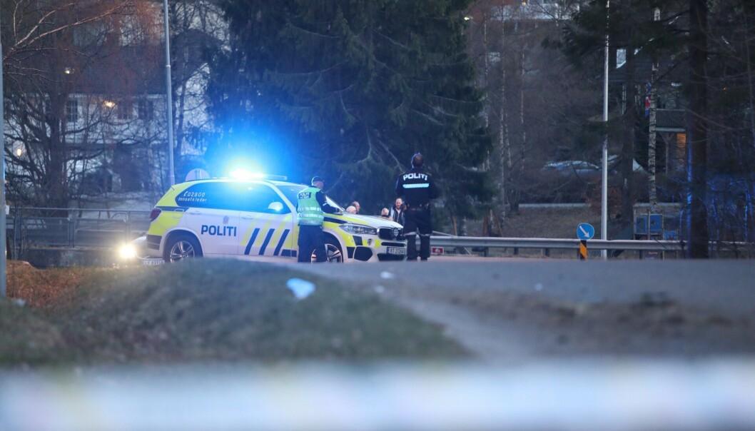 PÅKJØRT: To personer ble fredag kveld påkjørt og skadet på Lahelleveien i Sandefjord fredag kveld. En kvinne omkom i ulykka. Foto: Fredrik Rimork Wiig / wiigfoto.com