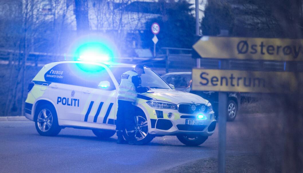 ETTERLYSER: Politiet etterlyser en sølvgrå sedan etter hendelsen. Foto: Trond Reidar Teigen / NTB scanpix