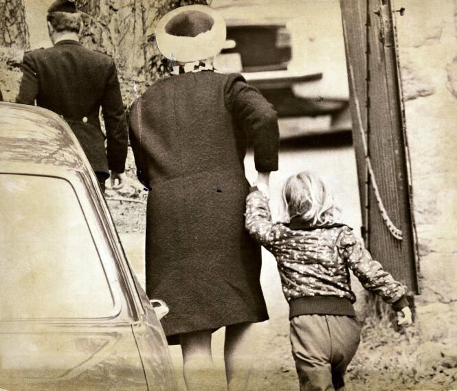 TATT HÅND OM: Da politiet ble varslet om drapet og innledet etterforskning, ble lille Maria overlatt til naboene for en kortere periode. Foto: Dagbladet