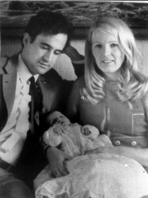 FAMILIEN: Enrique Iranzo, sammen med sin kone Anni Nielsen Iranzo, og lille Maria som baby. Foto: NTB Scanpix