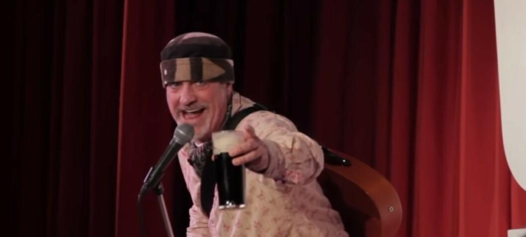 Komiker døde på scenen