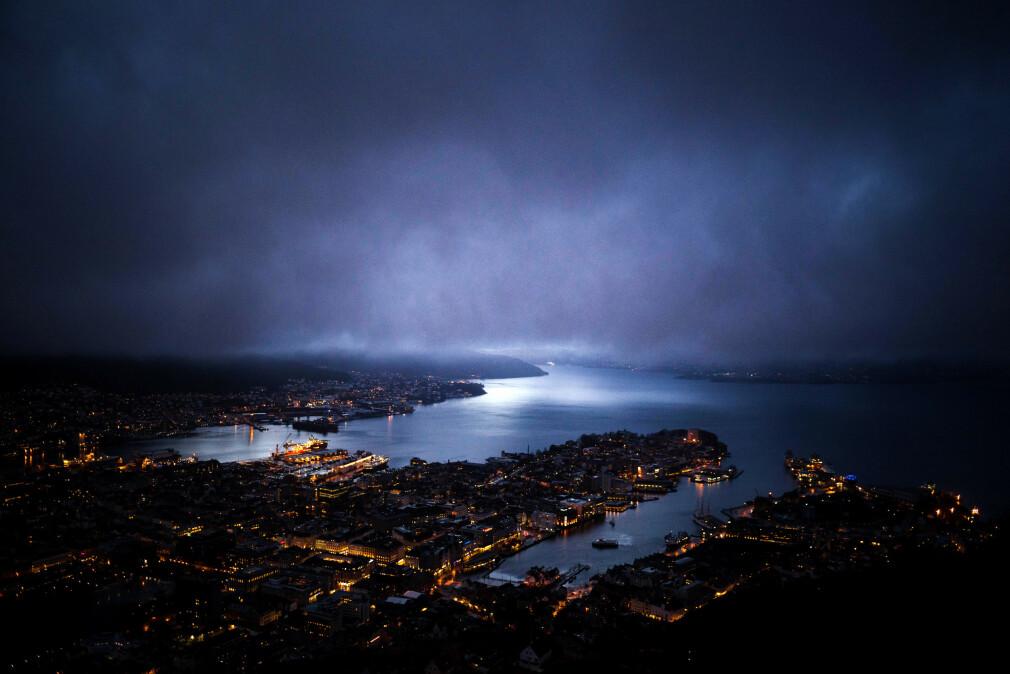 Bergen kommune har, etter at 13-åringen fant alle passordene, fått et gebyr på 1,6 millioner kroner av Datatilsynet. 📸: Harry Burk / Unsplash
