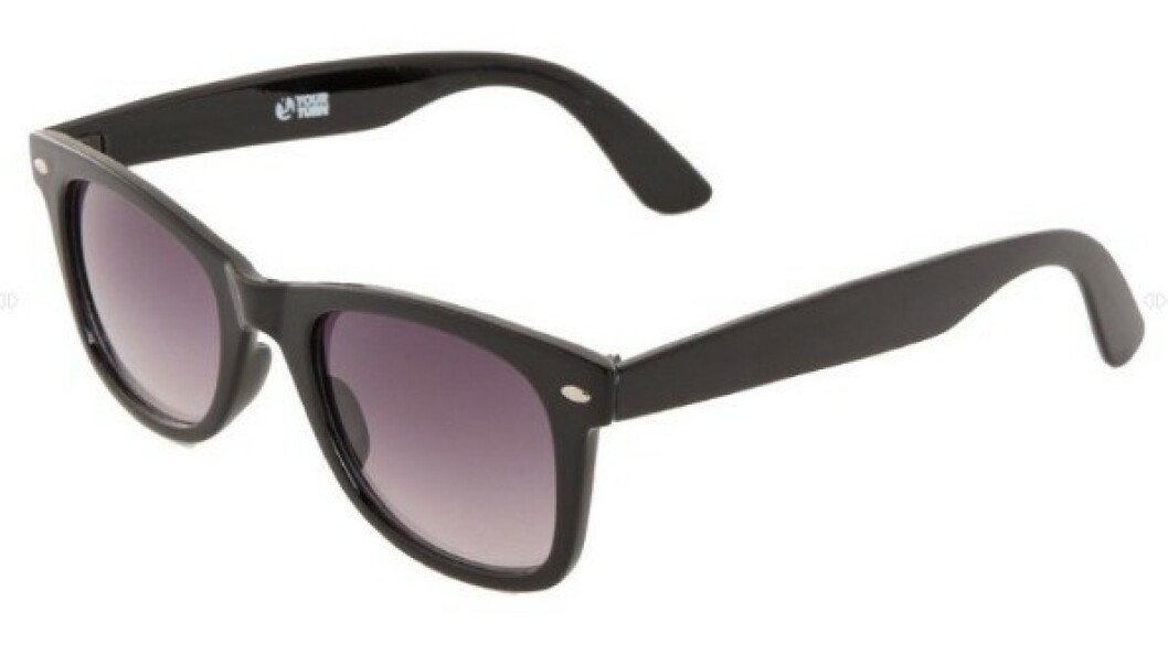 WAYFARER: De med rundt ansikt bør unngå runde eller kantete briller - som denne typen. Denne solbrillen passer fint til deg med ovalt ansikt. Foto: Zalando.no