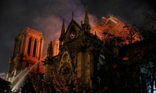image: Kraftig brann i Notre-Dame - strukturen reddet