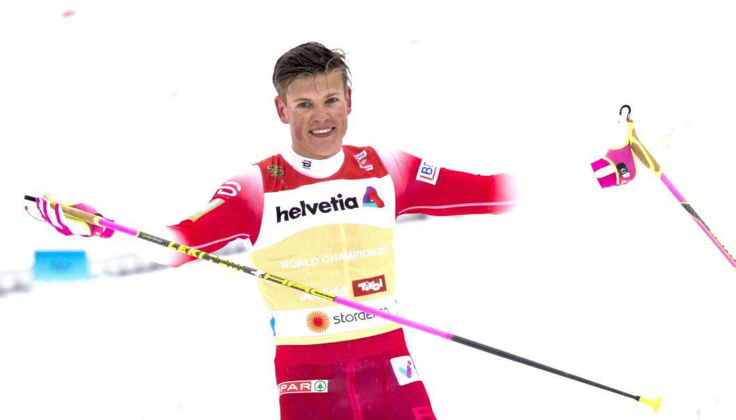 Her går Johannes Høsflot Klæbo Norge inn til VM-gull i stafett ski-VM i Seefeld i vinter. Nå blir VM-vinneren hytteeier på Skeikampen. Foto: Terje Pedersen / NTB scanpix.