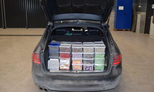 image: Tollerne tok mann med godteri for 12.000 kroner