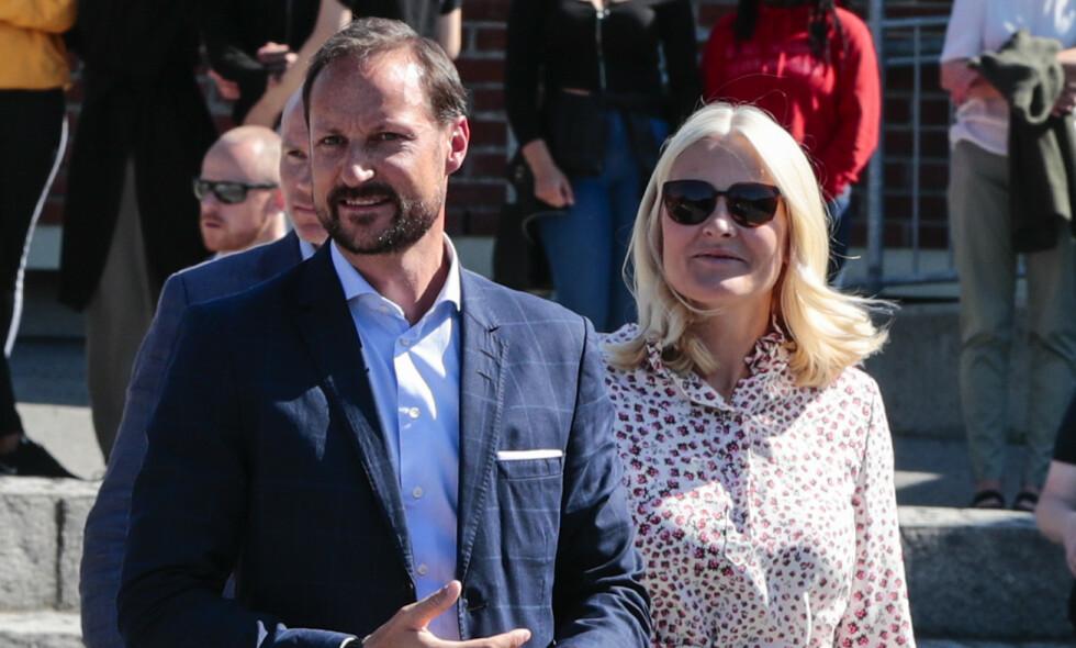 OPERERT: Kronprins Haakon fikk i mars utført et mindre inngrep i øret. Nå kan han måtte gjøre det samme i det andre øret. Foto: NTB Scanpix