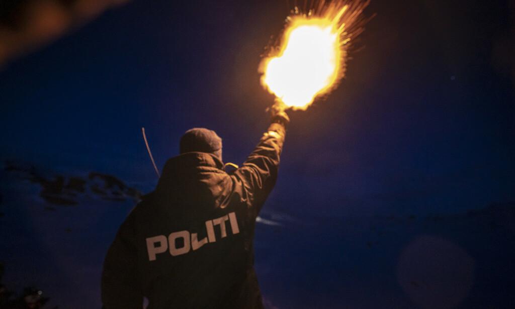 DYP KRISE: Nok en gang ser vi en reform i dyp krise. Her en politimann som skyter opp et nødbluss for under en øvelse på Finsefjellet. Foto: Heiko Junge / NTB scanpix