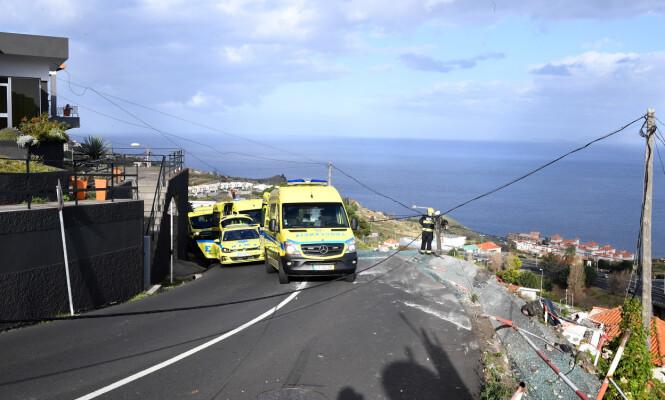 KRAPP SVING: Ulykken skjedde i en krapp sving, hvor bussen kom ut av kontroll. Foto: Rui Silva / Aspres / Global Images / Sipra USA / NTB Scanpix