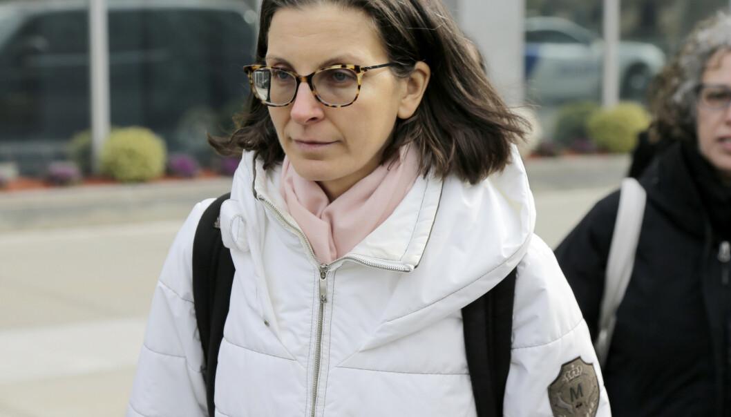 <strong>IKKE SKYLDIG:</strong> Claire Bronfman nekter for at det har skjedd noe kriminelt i organisasjonen. Her avbildet på vei inn i rettslokalene i januar i år. Foto: NTB Scanpix