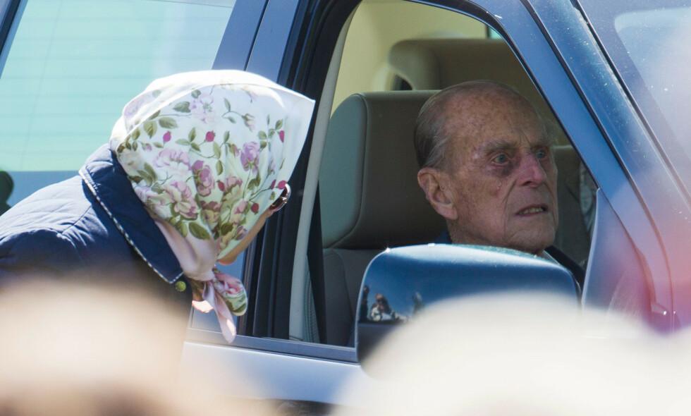 KJØRER IGJEN: Etter å ha gitt fra seg førerkortet skal prins Philip igjen ha blitt observert bak rattet. Bildet er fra en tidligere anledning. Foto: NTB Scanpix