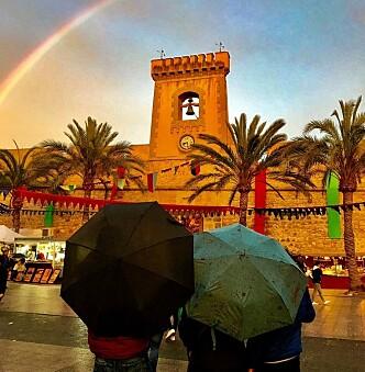 IDYLL: Tross regnet var ikke alt galt ved festningen i Santa Pola skjærtorsdag. Foto: Svend Aage Madsen