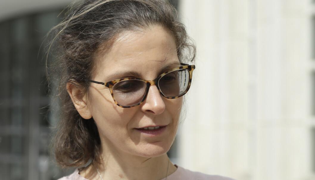 RISIKERER FENGSEL: Clare Bronfman risikerer fengsel for å ha ha hjulpet en person uten oppholdstillatelse til USA. Foto: Mark Lennihan / AP