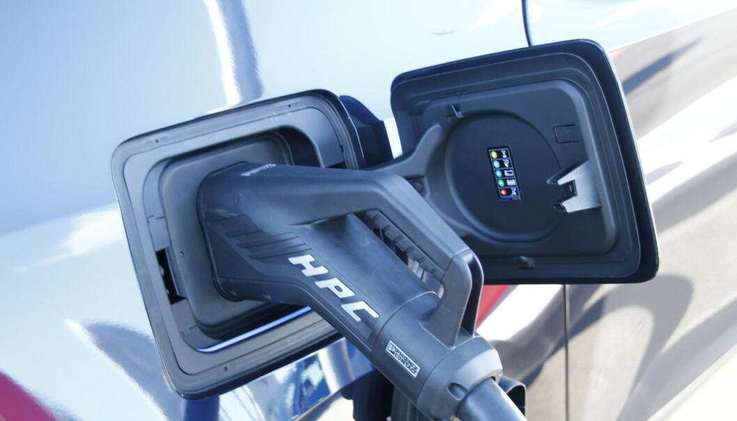 NULL UTSLIPP: Selv om elbiler har nullutslipp, er det fortsatt svært aktuelt å måle forbruket. Det gir også utslag i rekkevidden. Foto: Fred Magne Skillebæk