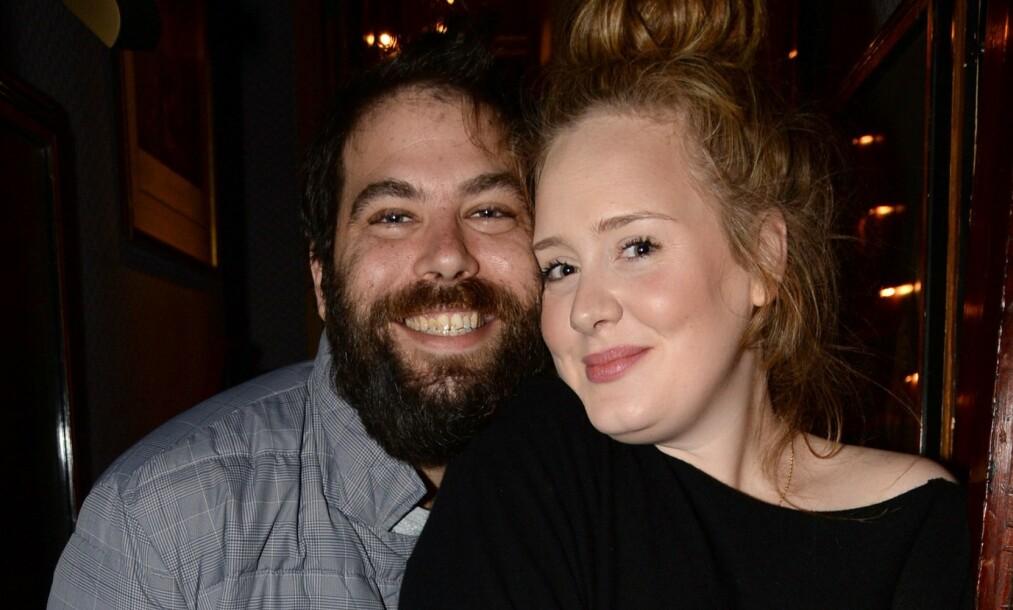 SKILLES: Lørdag ble det kjent at popstjernen Adele og ektemannen Simon Konecki går hver til sitt. Skilsmissen kan etterlate ektemannen med en svimlende sum, ifølge britiske medier. Foto: NTB Scanpix