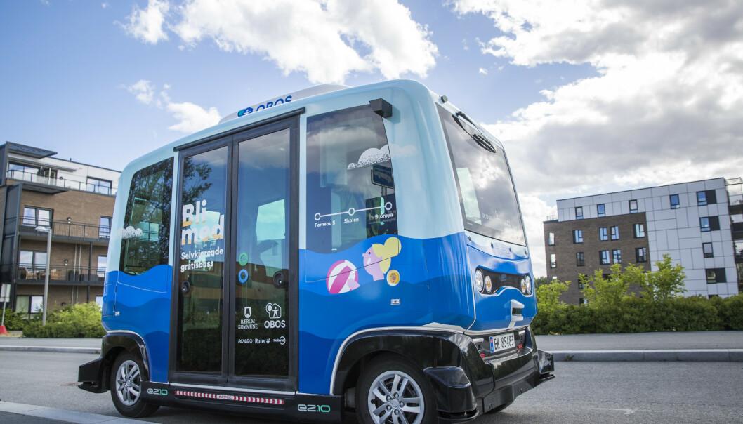 I fjor sommer ble det satt inn to selvkjørende busser til å frakte badegjester til stranda på Fornebu i Bærum. Nå har Ruter evaluert prosjektet. Foto: Cornelius Poppe / NTB scanpix