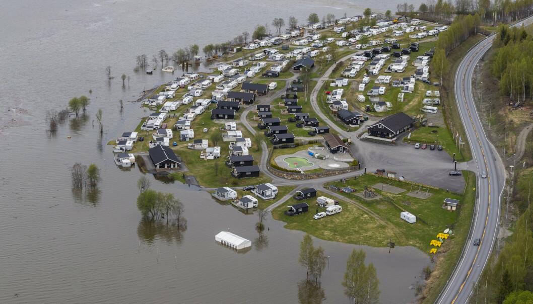 <strong>VÅT HELG:</strong> 12. mai i fjor så det slik ut ved Mageli Camping på Tretten. Mange hadde flyttet ut for sesongen. FOTO: Junge, Heiko / NTB scanpix.