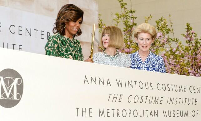 GODE VENNER: Michelle Obama har prydet Vogue-forsiden tre ganger. Her er hun og Anna Wintour - uten solbriller - avbildet sammen i 2015. Foto: NTB Scanpix