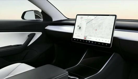 Tesla kaster ut rattet for å senke prisen