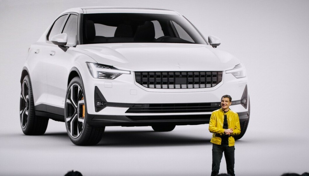<strong>SØSTER:</strong> Tidligere designsjef i Volvo, Thomas Ingenlath, viste nylig fram søstermodellen Polestar 2. Den viser at designet fra konseptbilen 40.2 snart er klar for produksjon. Foto: Polestar
