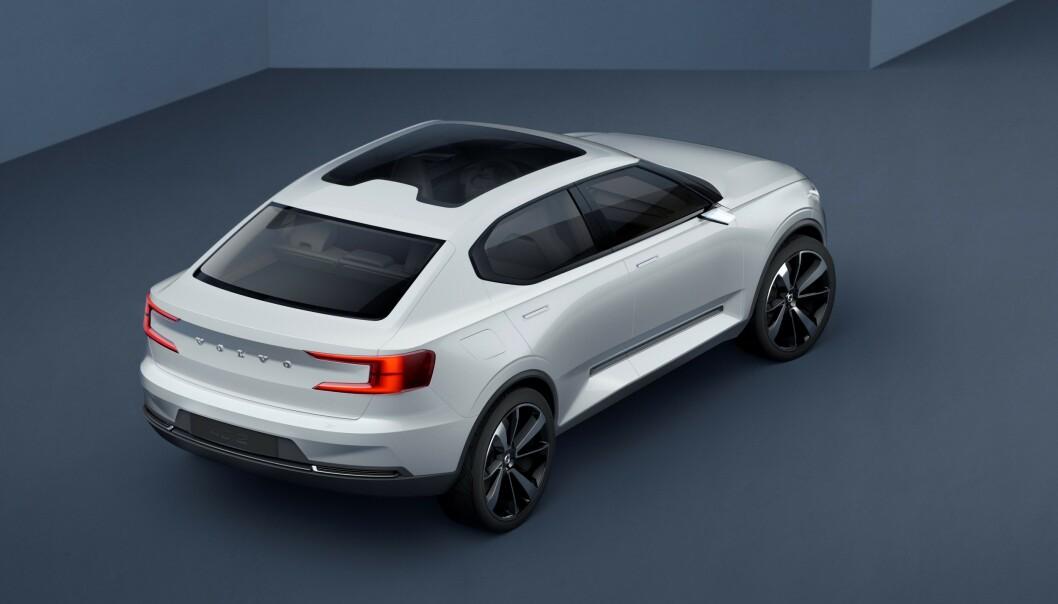 <strong>CROSSOVER:</strong> Foreløpig er ingenting bekreftet, men etterfølgeren til Volvo V40 blir trolig lik denne konseptbilen, som Volvo viste for tre år siden. Foto: Volvo