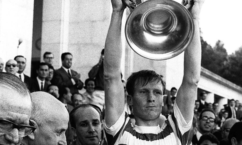 FEIRER EUROPACUP-SEIER: ET av Billy McNeill beste minner fra fotballen var da han ledet Celtic til seier i Europa-cupen. Finalen ble avholdt i Lisboa, og Celtic slo Inter 2-1. Foto: NTB Scanpix