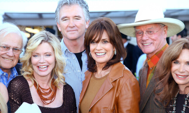 REUNION: Ken Kercheval, Sheree J. Wilson, Patrick Duffy, Linda Gray, Larry Hagman og Mary Crosby sammen i 2008 for å feire 30-årsjubileet for «Dallas». Foto: NTB Scanpix
